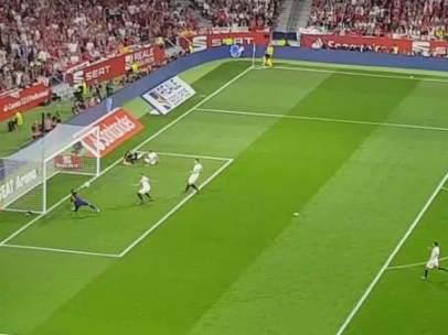 Luis Suárez marca el primero