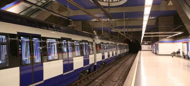 Tren de Metro de Madrid en una de las estaciones de la red