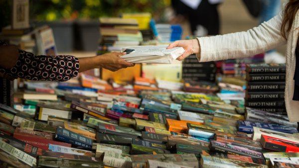 Barcelona se llena de libros por San Jordi