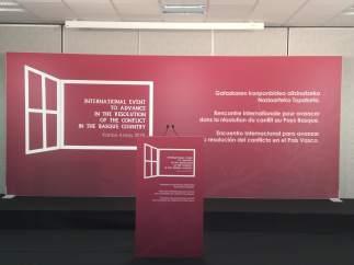 Cartel anunciador del acto de disolución de ETA el 4 de mayo en Kanbo (Francia)