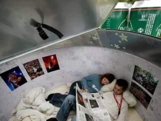 Un dormitorio con vistas