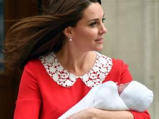 Kate Middleton y el príncipe Guillermo podrían anunciar este jueves el nombre de su tercer bebé
