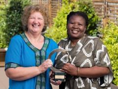 Makoma Lekalakala y Liz McDaid, ganadoras del Premio Goldman