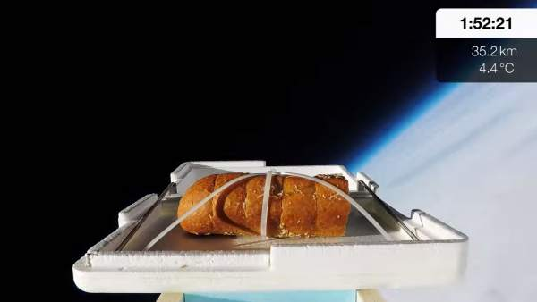 El youtuber Tom Scott manda un bocadillo al espacio.