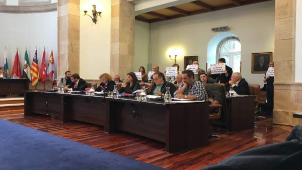 El pleno de la Diputaciónd e Lugo reprueba a su presidente