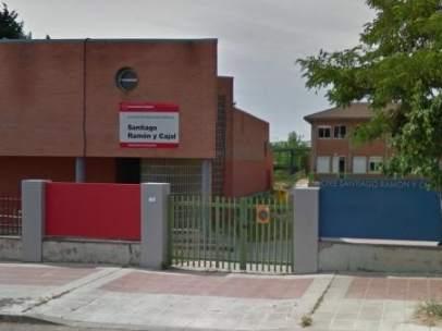 Exterior del colegio de educación especial Ramón y Cajal de Getafe.