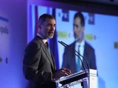 Felipe VI pide objetividad ante noticias falsas en Premios Rey de España