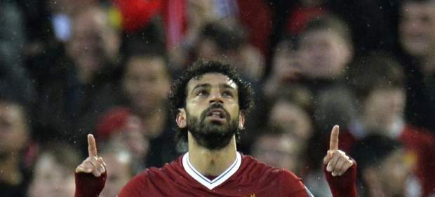 Cazan a Salah con el móvil mientras conduce y le denuncia...el Liverpool