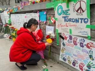 Memorial por las víctimas del atropello múltiple en Toronto