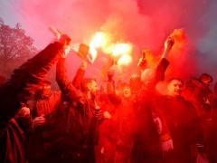 Un herido grave en la batalla campal entre hinchas del Liverpool y la Roma