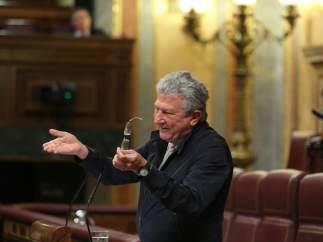 """Un """"despiste"""" del canario Pedro Quevedo rompe el empate previsto en la votación de los presupuestos"""