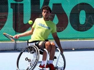 El tenista cordobés Cisco García, en un partido de tenis en silla.