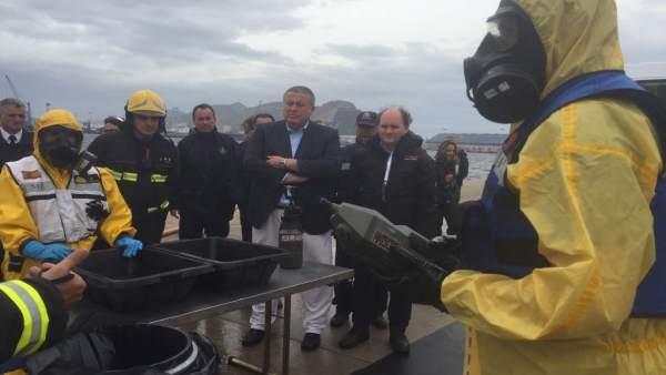 Bernabé durante el ejercicio de simulacro de incendio en un buque