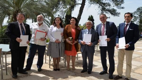 Villegas (centro), en la presentación
