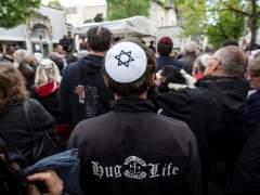 """Miles de alemanes se ponen """"la kipá"""" para protestar contra el antisemitismo"""