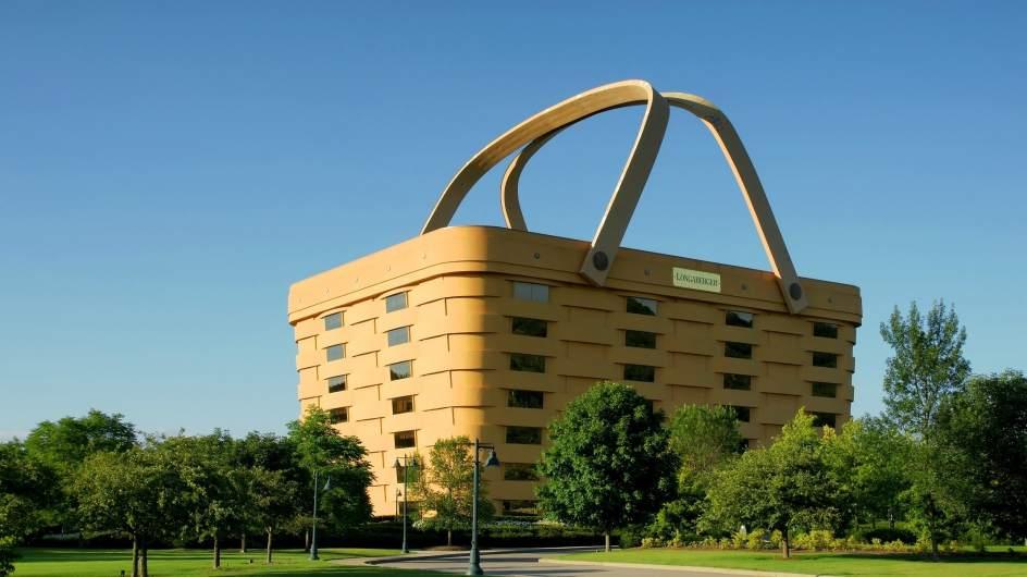 BASKET TOWER (ESTADOS UNIDOS). Es la sede de la compañía Longaberger Basket Company, dedicada, como no podía ser de otra manera, a la fabricación de cestas de madera de arce. El edificio está en Newark (Ohio) y no cabe duda que llama la atención...