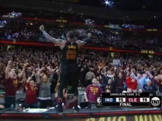 LeBron James vuelve a demostrar que es el rey con una canasta salvadora
