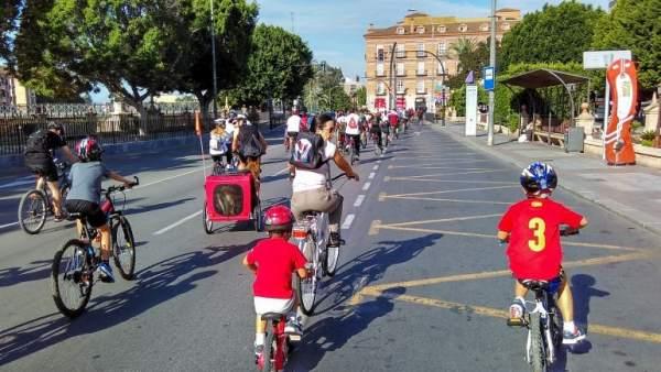 Bicifestación para reivindicar la implantación de medidas de promoción de bici