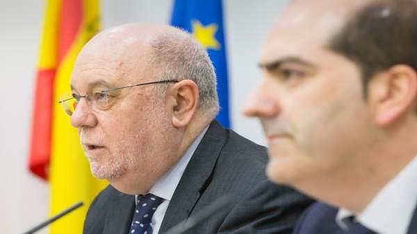 Juan José Sota, consejero de Economía; y Callejo, director de Empleo Cantabria