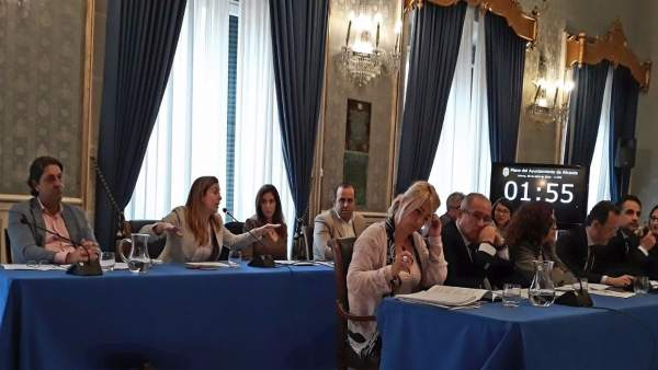 Belmonte desvetla que el PSPV li va oferir un sou de 3.500 euros per recolzar Montesinos com a alcaldessa d'Alacant