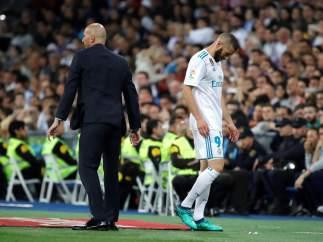 """Benzema ya no es intocable y hasta Gerrard le atiza: """"Aporta cero"""""""
