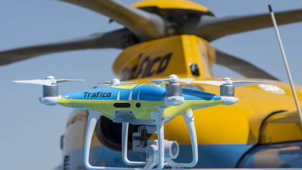 Uno de los drones que vigilará a modo de pruebas las carreteras este puente
