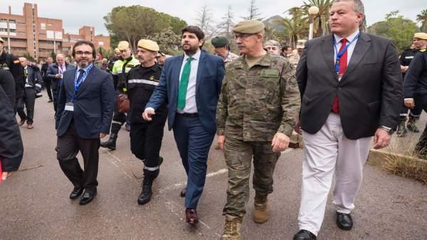 López Miras asiste al simulacro de la UME