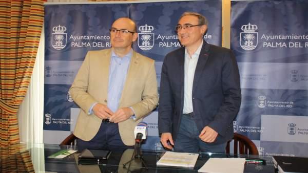 Carmona (izda.) y Ruiz Almenara, durante el encuentro mantenido