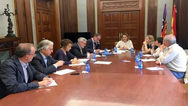 Maria Salom con directores insulares y secretarios generales