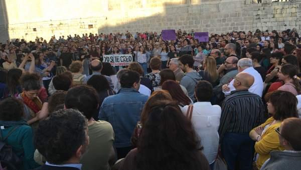 Valladolid.- Miles de vallisoletanos se concentran en la Plaza de Portugalete