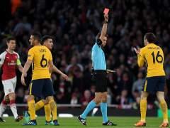 Heroico Atlético: saca un empate ante el Arsenal tras jugar casi todo el partido con 10