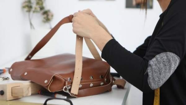 Bolsos de piel para apoyar a mujeres en riesgo de exclusión