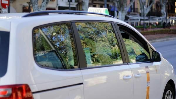 Resultado de imagen de Un taxista descubre a una mujer que escondía a su bebé fallecido en mantas