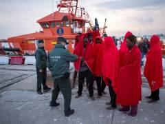 Rescatan a 61 inmigrantes tras una nueva oleada de embarcaciones en el Estrecho de Gibraltar