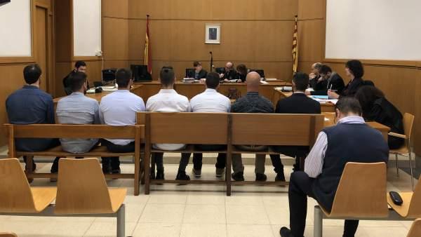 Juicio a siete mossos por agredir a detenidos por Can Vies