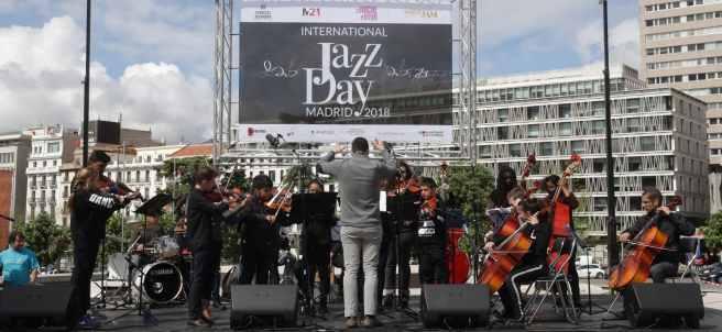 Una de las bandas de jazz que participan en el I International Jazz Day Madrid que el Ayuntamiento de Madrid organiza en la plaza de Colón