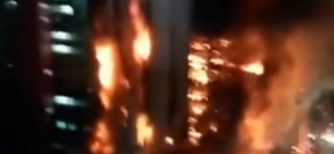 Derrumbe de un edifico en llamas