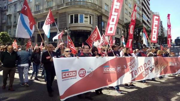 Manifestación del 1 de mayo de CC.OO. Y UGT en Vigo