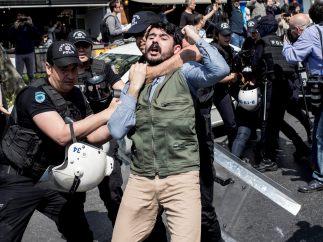 Protesta con arrestos en Estambul