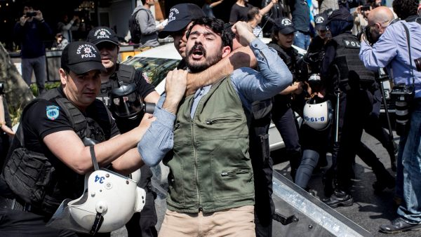 Protesta con arrestos en Estambul