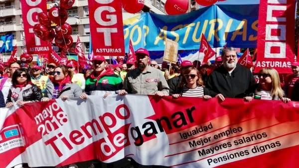 Cabecera de la manifestación del 1 de mayo de 2018 en Langreo