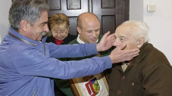 Revilla en un homenaje a mayores
