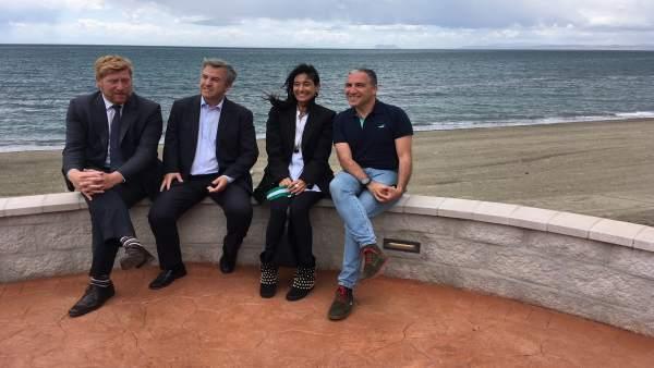 Bendodo y Garcia Urbano en la senda Litoral a su paso por Estepona