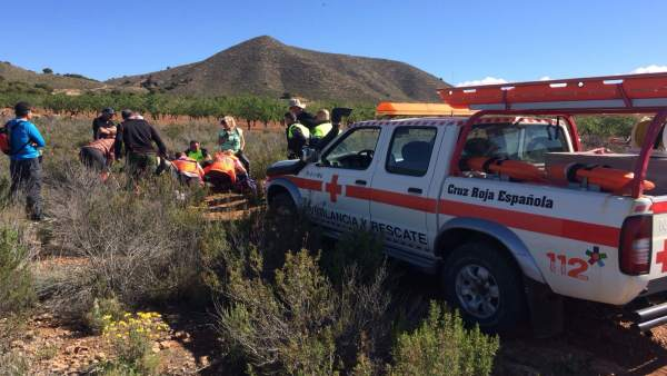 Los efectivos de Cruz Roja en Águilas durante el rescate