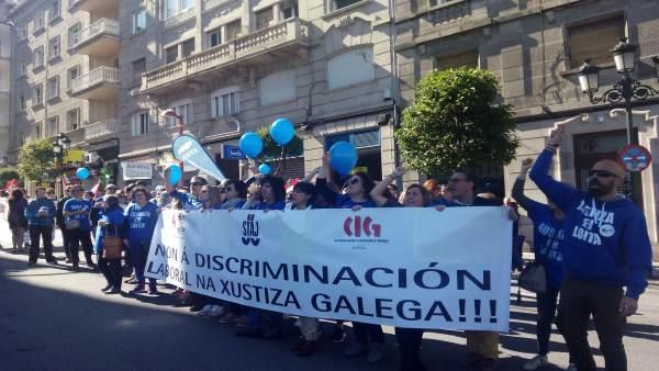Funcionarios de justicia manifestándose en Vigo