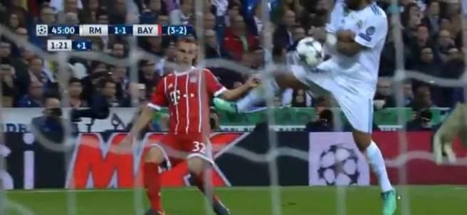 El Bayern reclamó penalti