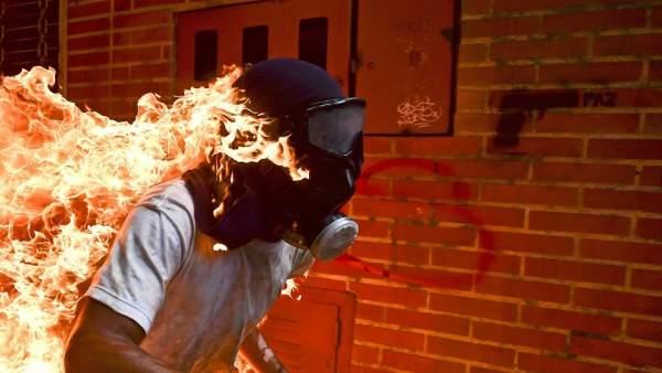 La imagen ganadora del World Press Photo del Año 2018, 'Crisis Venezolana', captada por el fotógrafo Ronaldo Schemidt.