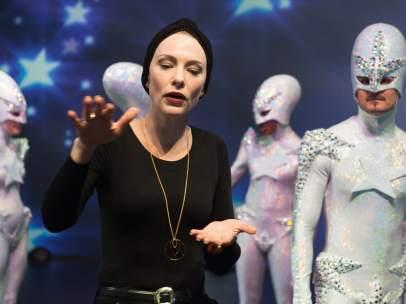 Un fotograma de 'Manifesto', película del videoartista Julian Rosefeldt protagonizada por Cate Blanchett