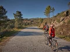 La última moda en turismo: recorrer a pie o en bicicleta aldeas despobladas en Portugal