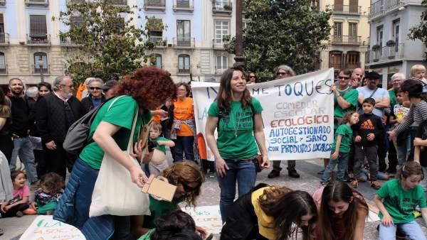 Movilización por el comedor del colegio 'Gómez Moreno'